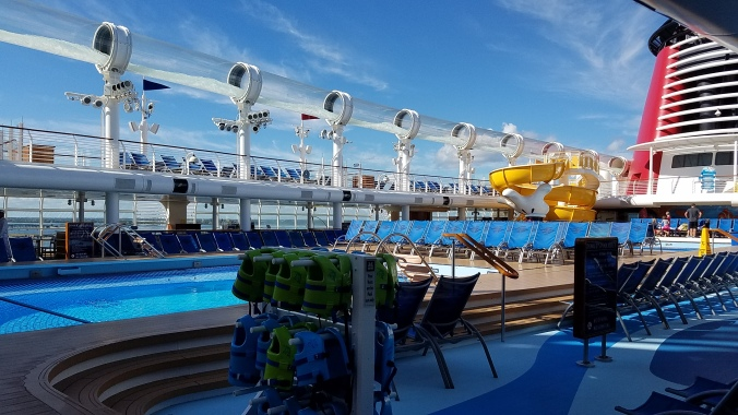 pool-deck-disney-dream-11-2016