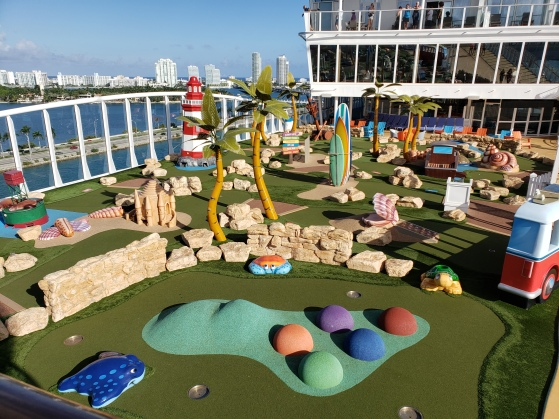 Mini-golf on Symphony of the Seas